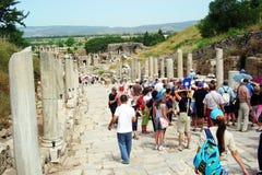 Turister i ephesus Royaltyfri Foto