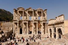 Turister i Ephesus - Turkiet Arkivbild