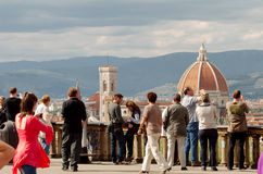 Turister i Florence, Piazzale Michelangelo Arkivfoto