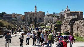 Turister i forum Romanum stock video