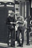 Turister i London UK Arkivfoto