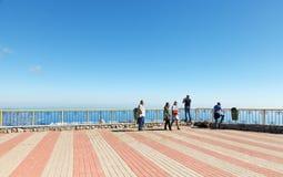 Turister i observationsställe på detPetri berget Royaltyfri Bild