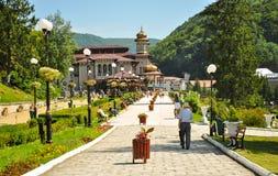 Turister i parkera av Slanic Moldavien Arkivfoton