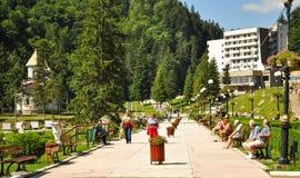 Turister i parkera av Slanic Moldavien Royaltyfria Foton