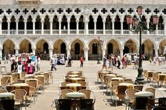 Turister i piazza San Marco, Venedig Royaltyfri Fotografi