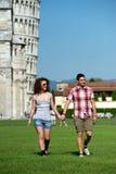 Turister i Pisa royaltyfri foto