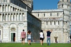 Turister i Pisa Royaltyfria Foton