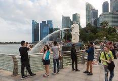 Turister i Singapore Arkivbild