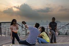 Turister i Tokyo Arkivfoto