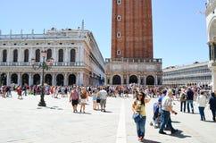 Turister i Venedig, Italien Royaltyfri Foto