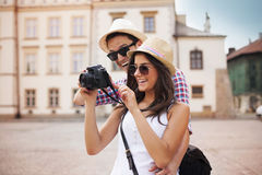 Turister med kameran royaltyfri foto