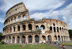 Turister nära Colosseumen, Rome arkivbild