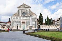 Turister near kyrkliga Santa Maria Novella Arkivfoton