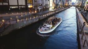 Turister och det japanska folket tycker om att resa på kanaler arkivfilmer