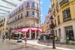 Turister och lokaler som shoppar på Calle Marquis de Larios Royaltyfri Bild