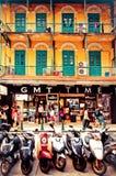 Turister och shoppare i Macao Royaltyfria Bilder
