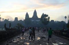 Turister på Angkor Wat, Cambodja Arkivbild