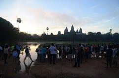 Turister på Angkor Wat, Cambodja Royaltyfri Foto