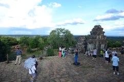 Turister på Angkor Wat, Cambodja Arkivfoton