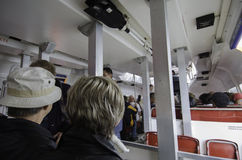 Turister på anslutningsfartyget Fotografering för Bildbyråer