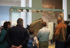 Turister på British Museum i London Fotografering för Bildbyråer