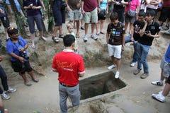 Turister på Cuchien gräver Vietnam Arkivfoton