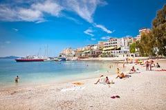 Turister på den pablic stranden i Saranda, Albanien Fotografering för Bildbyråer