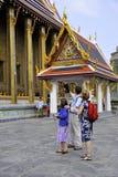 Turister på den storslagna slotten arkivfoton