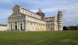 Turister på domkyrkan av Pisa, Italien Arkivfoto