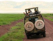 Turister på en safari Arkivfoton