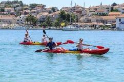 Turister på fartyg croatia trogir Royaltyfria Foton