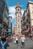 Turister på gatan i Valencia, Spanien Arkivbilder