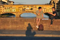 Turister på gatorna av den Florence staden, Italien Royaltyfri Bild