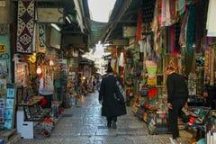 Turister på Jerusalem den att jämra sig väggsammansättningen Arkivfoton