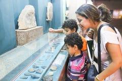 Turister på museet av Nubia Egypt Arkivbild