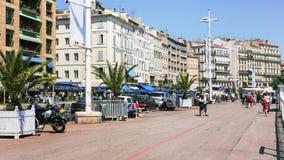 Turister på Quai du Port i den Marseilles staden Royaltyfri Fotografi