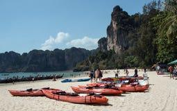 Turister på Railay strandmars 6,2016, Thailand Fotografering för Bildbyråer