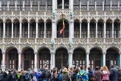 Turister på museet av staden av Bryssel Royaltyfri Bild
