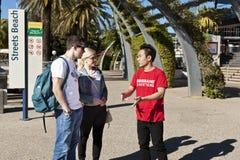 Turister på Southbank, Brisbane Arkivbilder