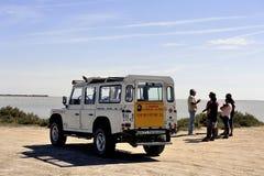 Turister som besöker Camarguen 4x4 Arkivbilder