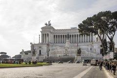Turister som besöker den Altare dellaen Patria (nationell monument till Arkivbilder