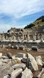 Turister som besöker den forntida staden av Ephesus, Turkiet Arkivbild