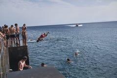 Turister som dyker i Puerto Calero royaltyfria foton
