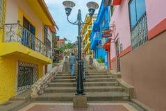 Turister som går i den Guayaquil staden, Ecuador arkivfoton