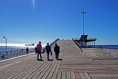 Turister som går in i hög skeppsdocka i Chile arkivbild