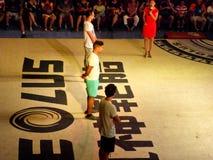 Turister som lär kines Kung Fu Arkivfoton