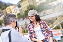 Turister som reser i Europa Royaltyfri Foto
