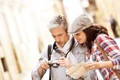Turister som reser i Europa Royaltyfri Fotografi