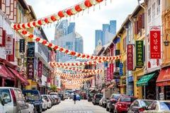 Turister som shoppar på det traditionella stället för Kina stadmarknad Fotografering för Bildbyråer