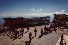 Turister som stiger ombord monteringen Washington Cog Railway, på monteringen, var Royaltyfri Bild